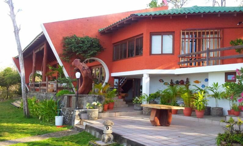 Villa Talamaya - Family Paradise