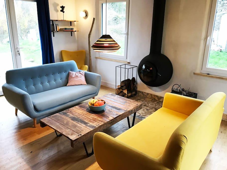 salon avec poele à bois