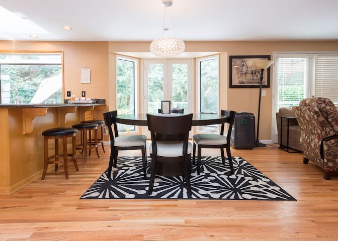 Sanctuary Room in Executive Home - SUPERHOST - Sammamish - Casa