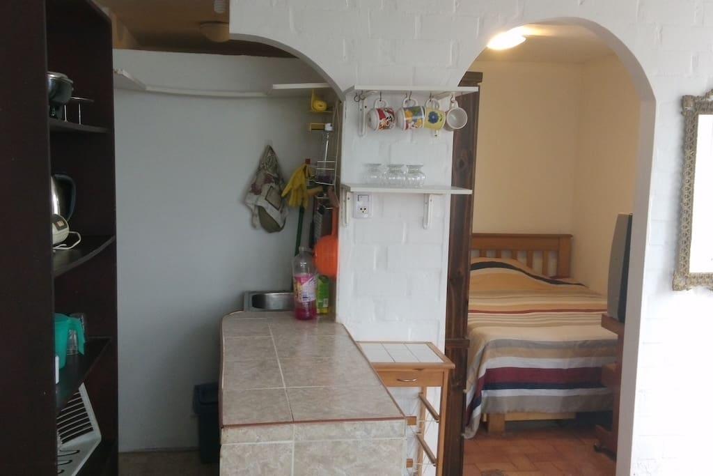 cocina y entrada a la habitacion