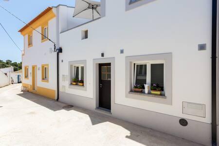 Brandnew comfortable village house - Raposeira