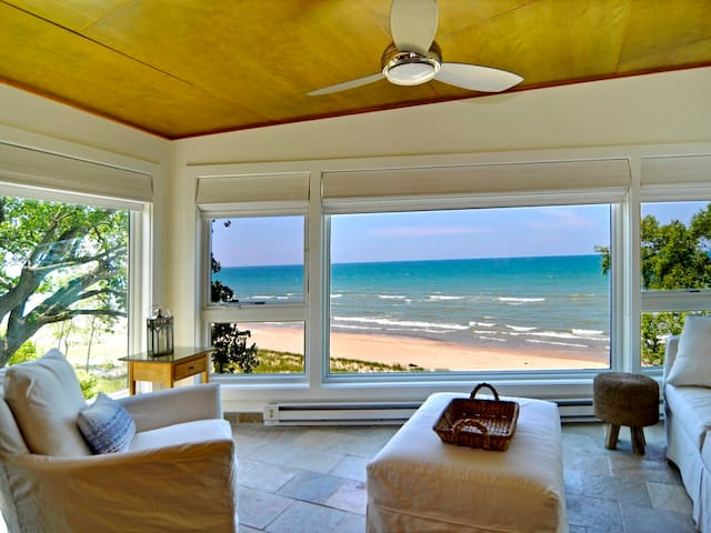 Modern Beachfront Home, the Nest - Union Pier - House