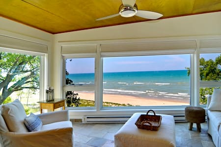 Modern Beachfront Home, the Nest - Union Pier - Casa