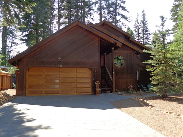 Tahoe City: Immaculate 3 BR + loft, 2ba Home