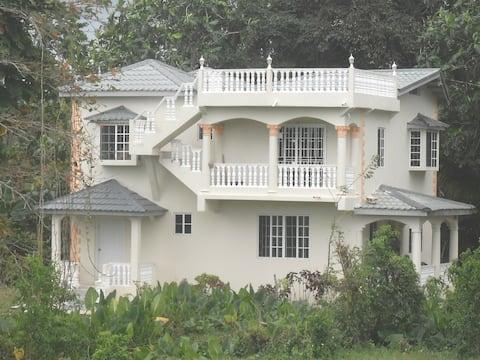 Castle Guest House, Apt #1