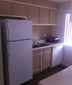 Cozy Clean Room Next to Strip UNLV