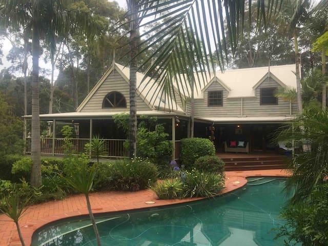 5 bedroom tropical home near beautiful beaches