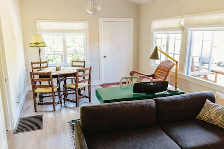 Romantic Beach Cottage with Hot Tub - Bolinas - Casa