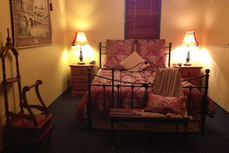 Church House B&B Gundagai - Deluxe - Gundagai