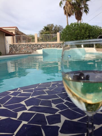 Keep cool in the sparkling pool - Lake Havasu City - House