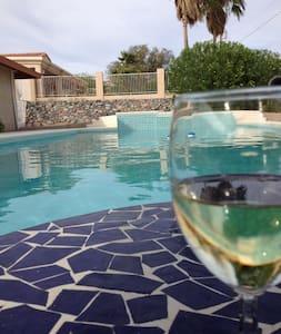 Keep cool in the sparkling pool - Lake Havasu City - Casa