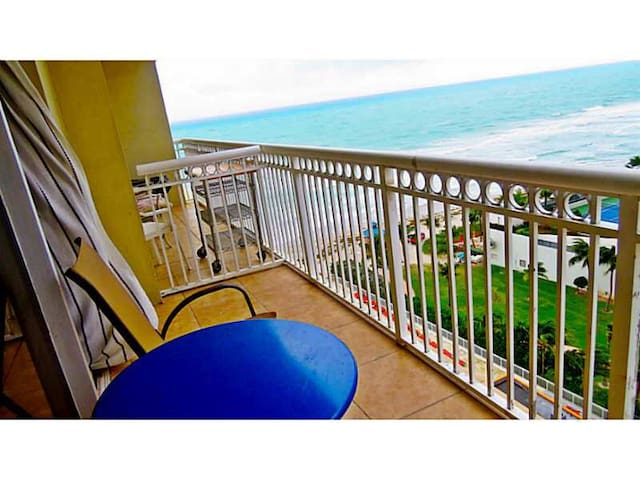 Stylish ocean view studio/balcony!! - Sunny Isles Beach - Apartment