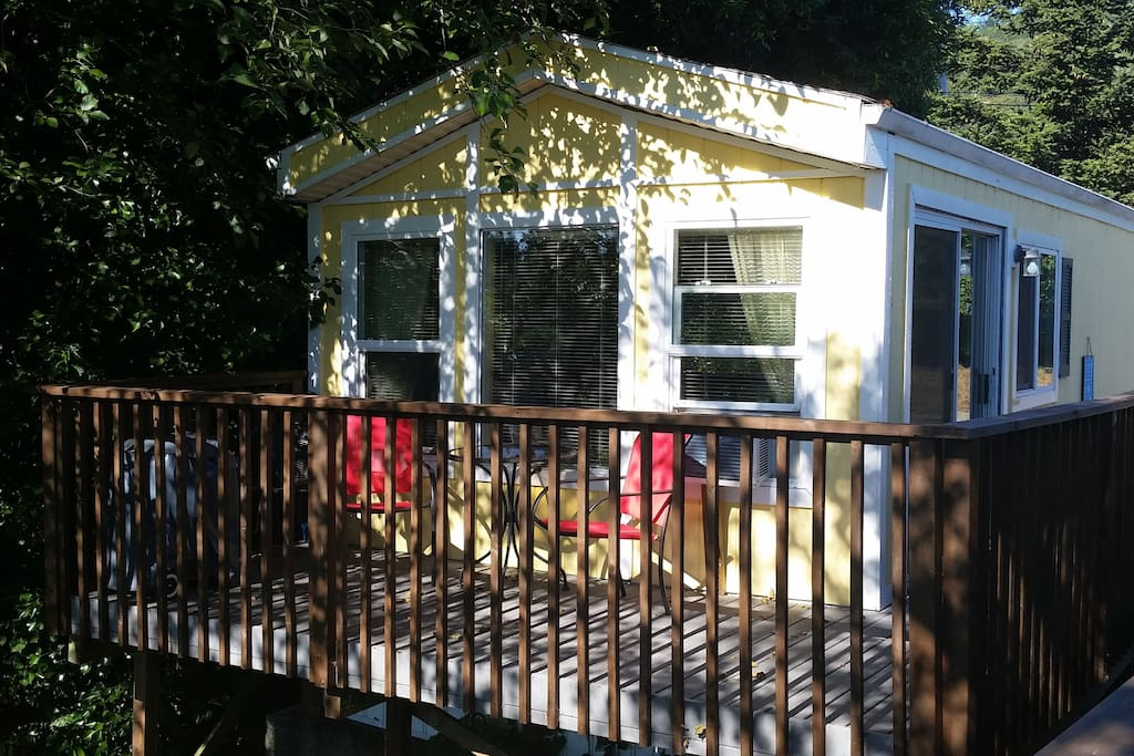 Villa moliere lodging cabins for rent in brookings for Chetco river resort cabins brookings oregon