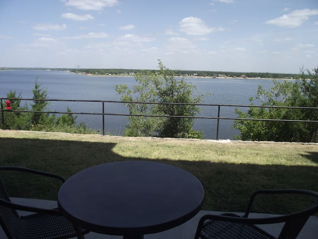 Furnished Condo on the Lake - Granbury