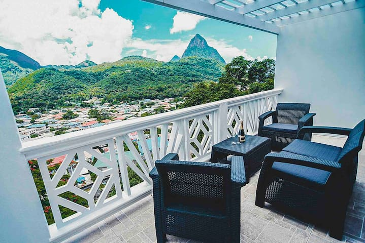 SugarmonVillas Piton Cave Apt With Stunning View!