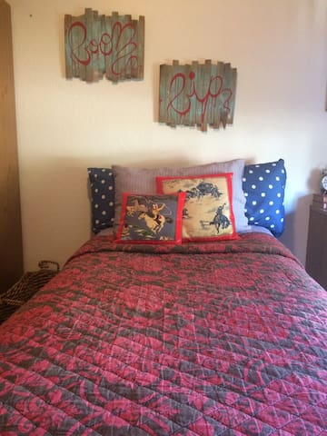 Clean and Cozy XL Twin Bed - Edmond - Casa