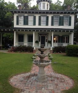 BNB Camillia Room -Near Tallahassee - Monticello - Bed & Breakfast