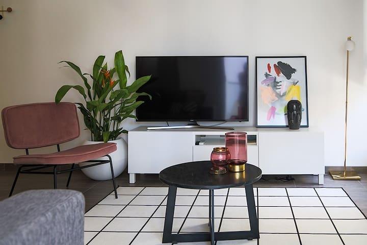 Phaedrus Living: City Luxury Flat Anemone 31