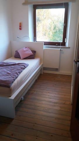 Zimmer in Doppelhaushälfte - Augsburg - House