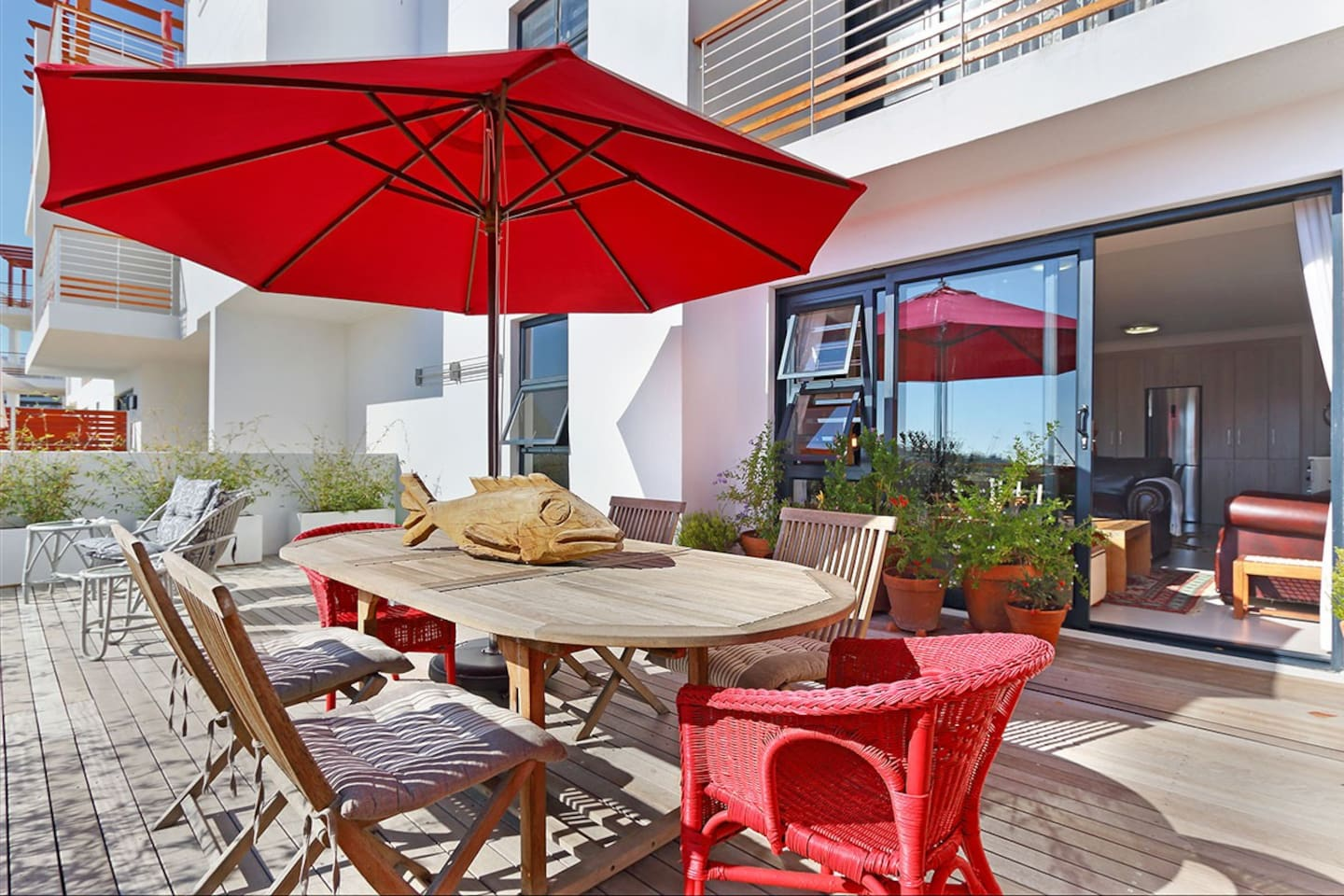 A holidaymaker's paradise. A large, open plan entertainment area that gets African sunshine all day. The perfect spot to relax and enjoy a Cape Town sunset.