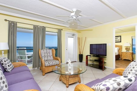 Beachfront Gem! (Fall Rates)