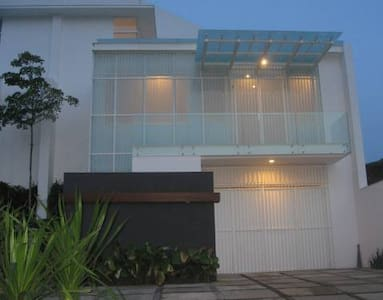 Room type: Entire home/apt Property type: Villa Accommodates: 15 Bedrooms: 5 Bathrooms: 4