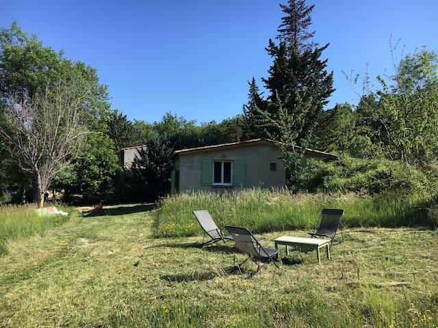 Maison 2 ch piscine / Lubéron Provence 20 hectares