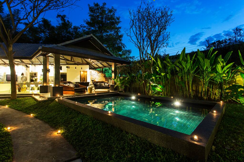 6 bedroom luxury pool villa city centre sg maisons for Villa du jardin singapore