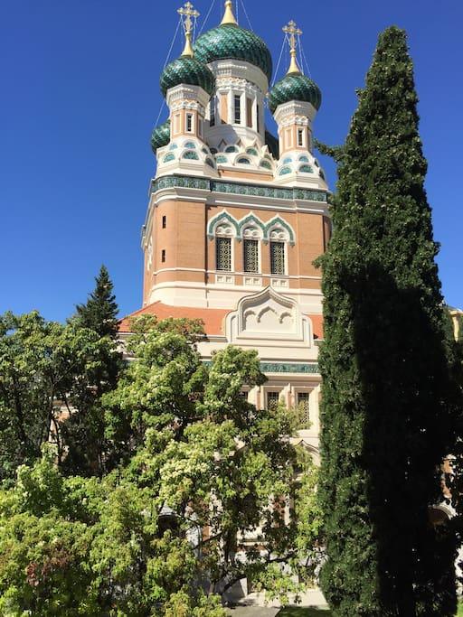 Vue sur l'Eglise russe côté ouest.