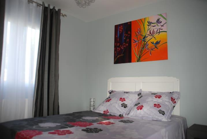 chambre  privée cadre magnifique - Montescot - Bed & Breakfast