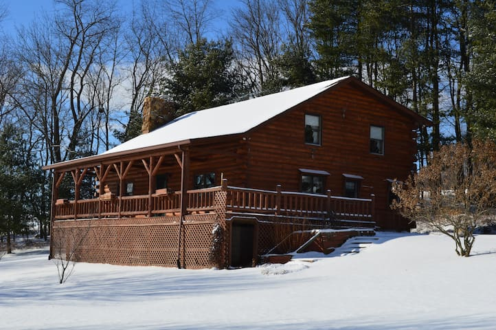 Large Secluded Cabin Rental in the Winter!