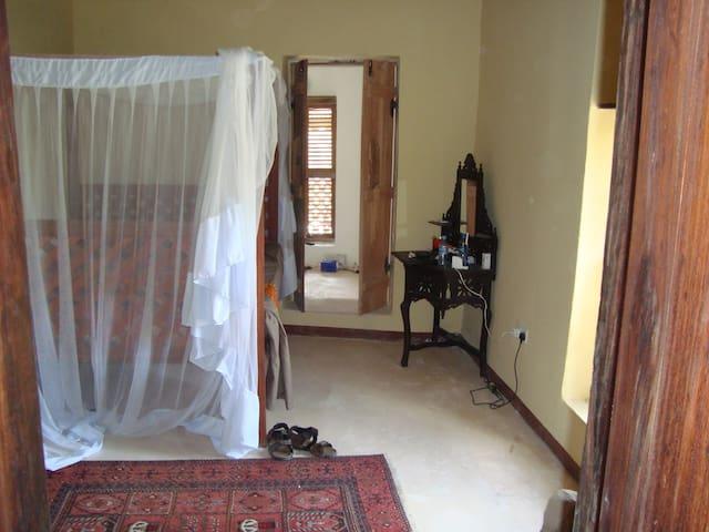 Bedroom 6 - The Orange Room - Ensuite double bedroom