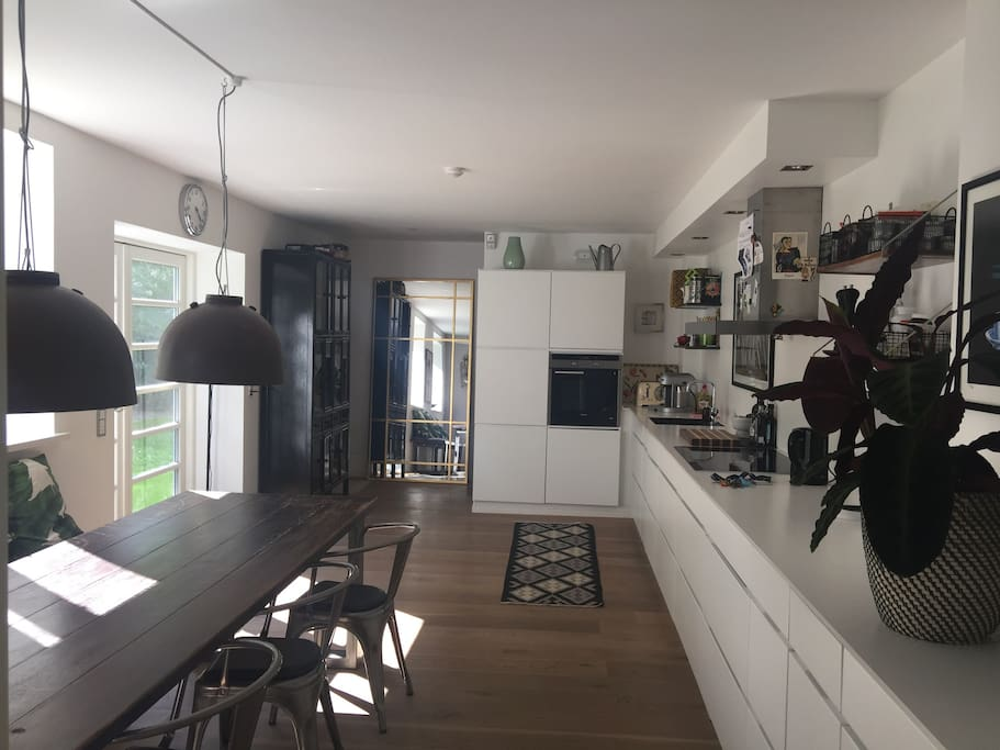 Great kitchen with Nespresso, Juicer, toaster, microwave etc