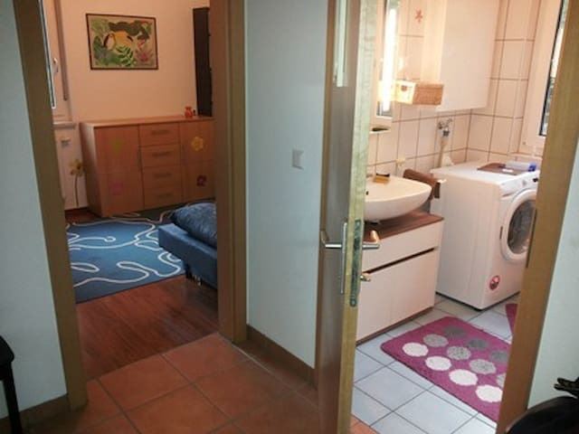 NICE ROOM IN NICE SUBURB OF VIENNA - Purkersdorf - Rumah