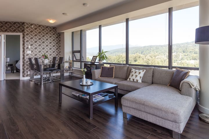 New & modern 2br w/ stunning views! - Port Moody - Apartamento