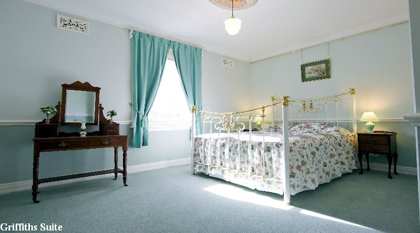 Briardale Bed and Breakast - Lavington - Bed & Breakfast