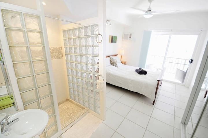 Great Location-Walk to the City  |  R1 - Darwin  - Leilighet