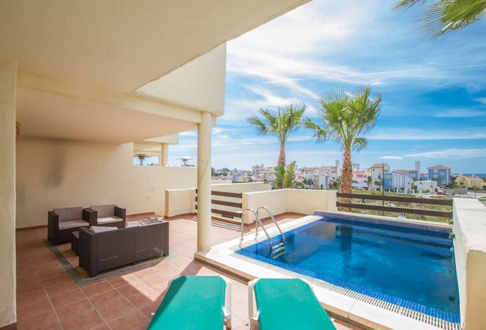Very luminous house with terrace and pool - Estepona - House