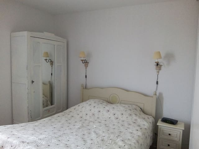 Very welcoming and lit Room - Auzeville-Tolosane - Apartment