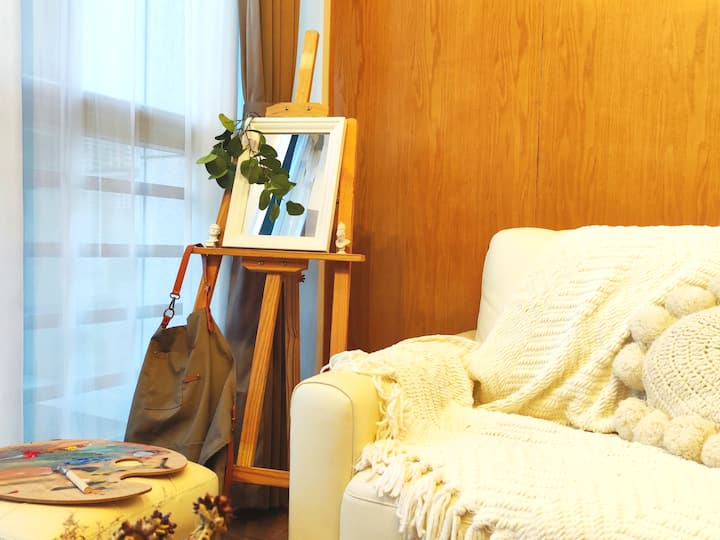 『夏日黄昏·画廊民宿』超大落地窗·榻榻米·LOFT公寓·近万达/火车站/地铁/山塘街/平江路·可长租