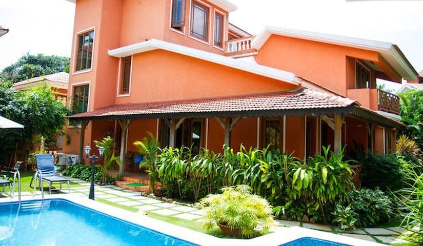 Goa Luxury Homes: Presidential Private Pool Villa - Candolim - Bed & Breakfast