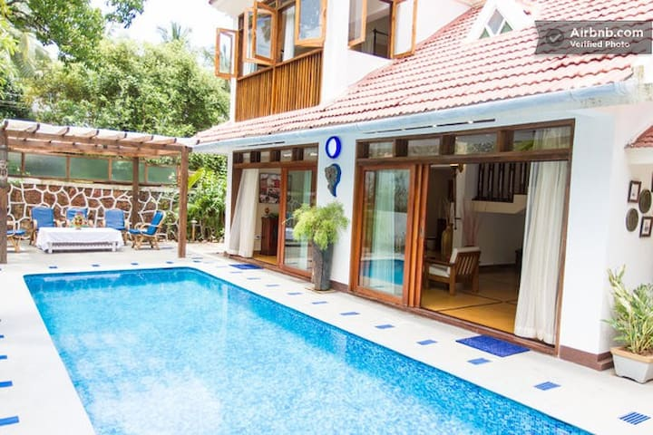 Goa Luxury Homes: Royal Pool Villa - Candolim - Bed & Breakfast