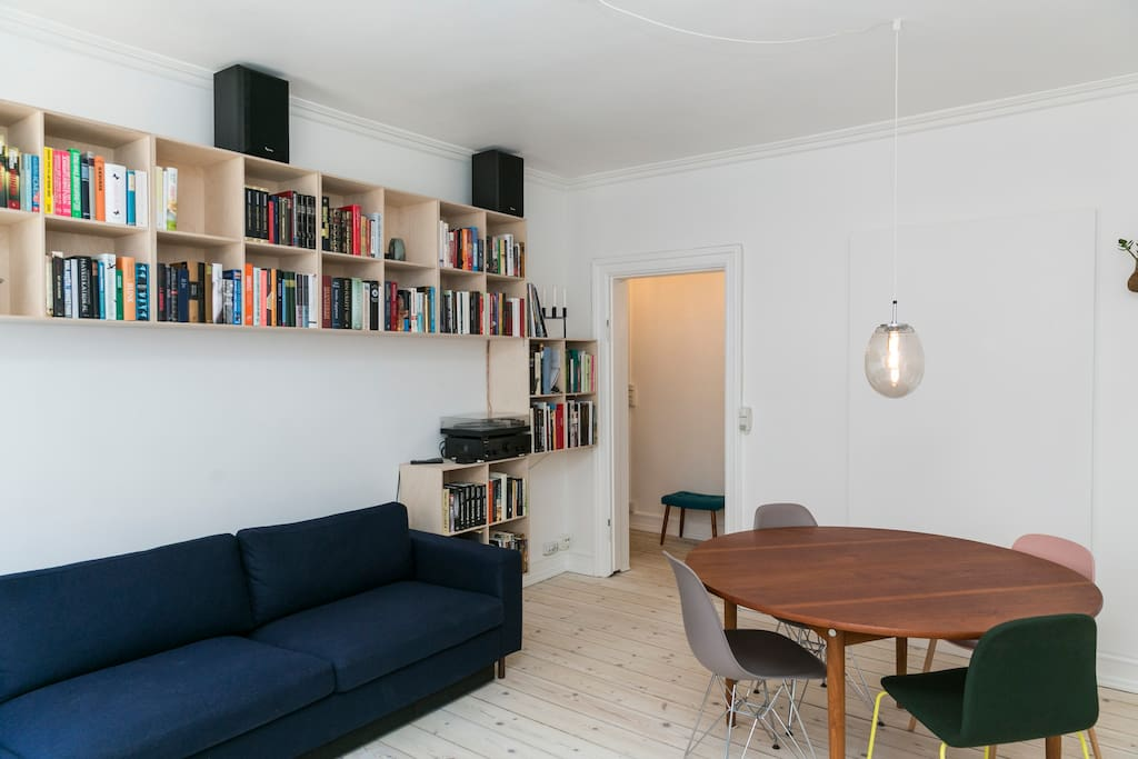 Living room with big flip-to-bed couch. Books are both in Danish and English. We're happy to recommend a one or two.