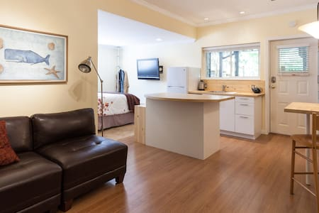 East Beach Garden Suite - White Rock - House