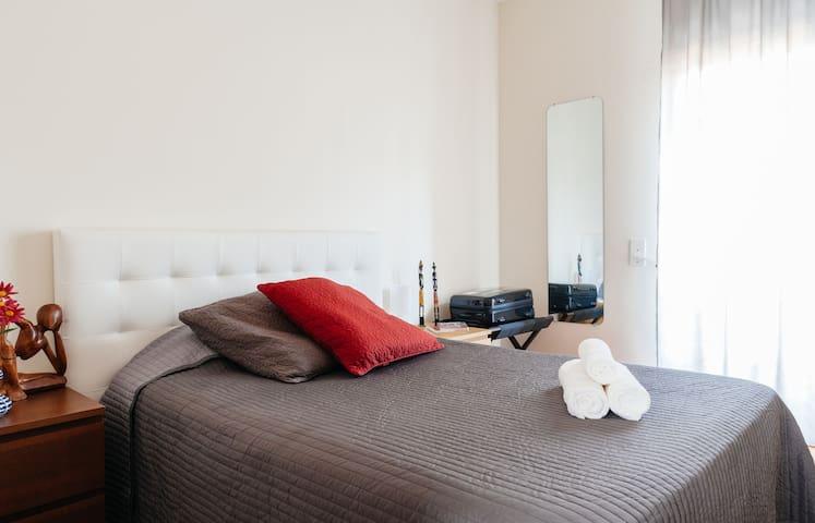 DOUBLE ROOM 15' CENTRAL BARCELONA - Cornellà de Llobregat - Casa