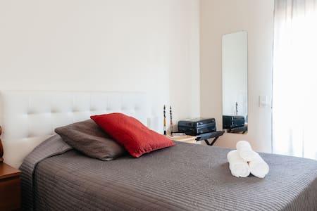 DOUBLE ROOM 15' CENTRAL BARCELONA - Cornellà de Llobregat - Huis