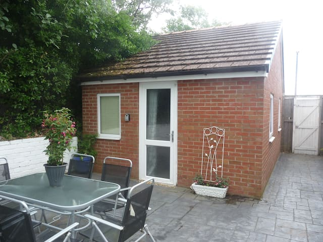 Private comfy St Annes annex 2 mins to beach