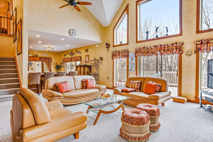 Family-Friendly Chalet w/ Free WiFi, a Gas Fireplace, & Private Washer/Dryer