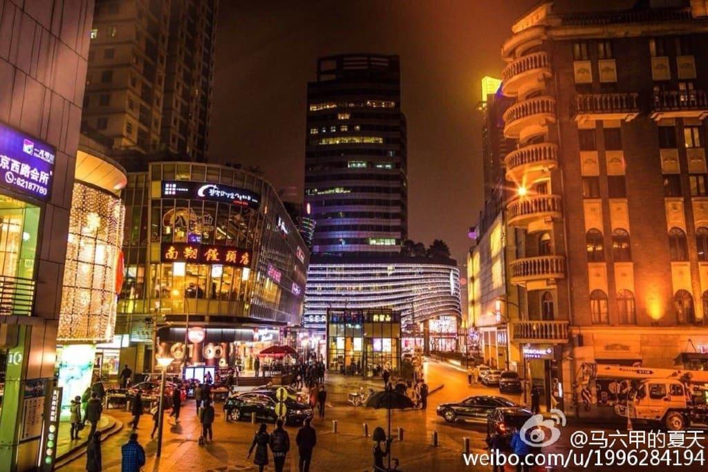 我最喜欢的上海夜景之一上海吴江路