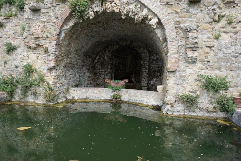 Vasca nel giardino